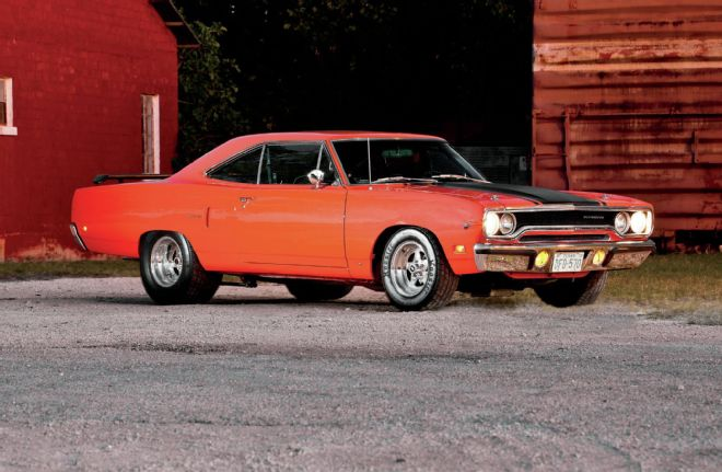 1970-plymouth-road-runner-front-passenger-side