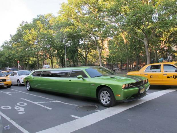 Dodge-Challenger-limo