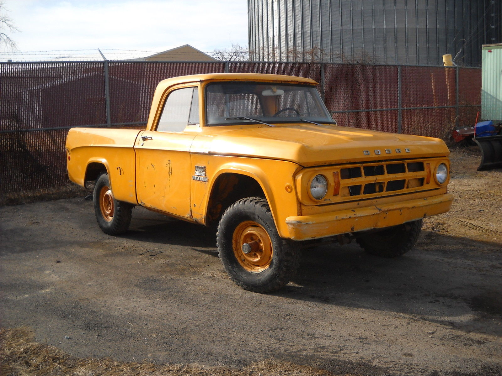 1969-Dodge-Power-Wagon-3qtr