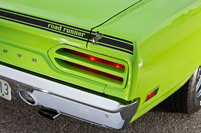 1970-plymouth-roadrunner-taillight