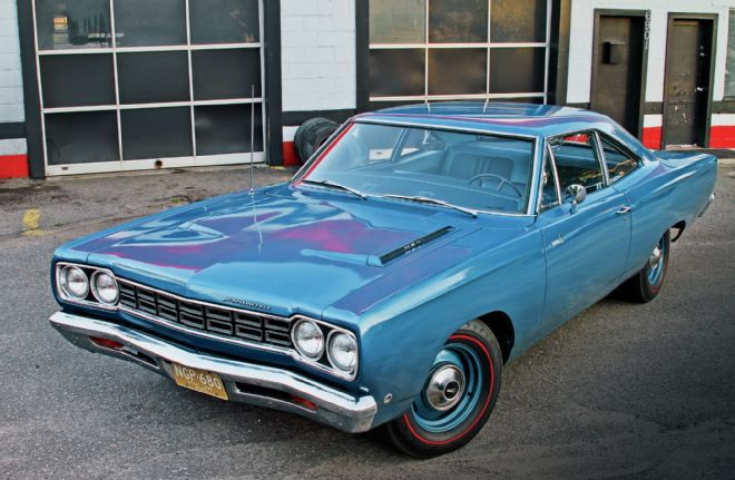 1968-plymouth-road-runner-hemi-front-driver-side