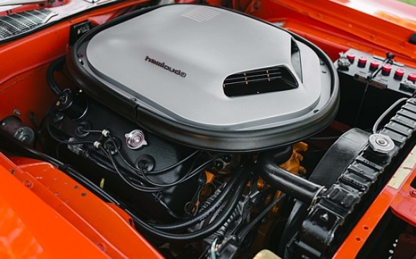 1970-Plymouth-Hemi-Cuda-engine