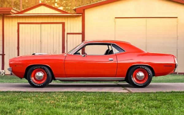 1970-Plymouth-Hemi-Cuda-side