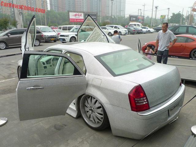 Chrysler-300-3qtr-rear