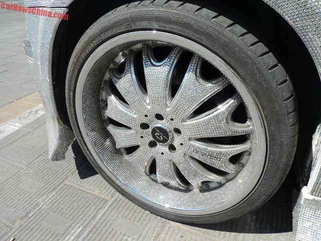 Chrysler-300-wheel