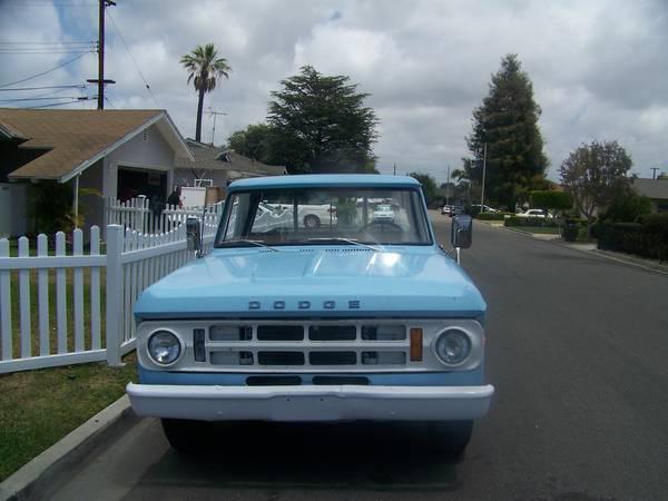 1969-Dodge-Camper-Special-front