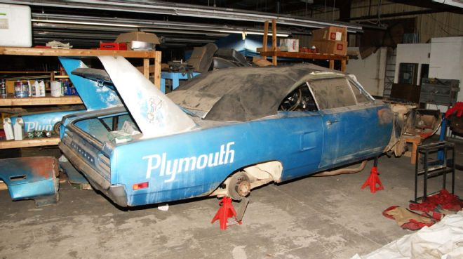 1970-Plymouth-Superbird-blue-3qtr-rear
