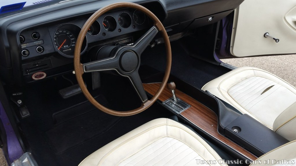 1970-Plymouth-Barracuda-dash