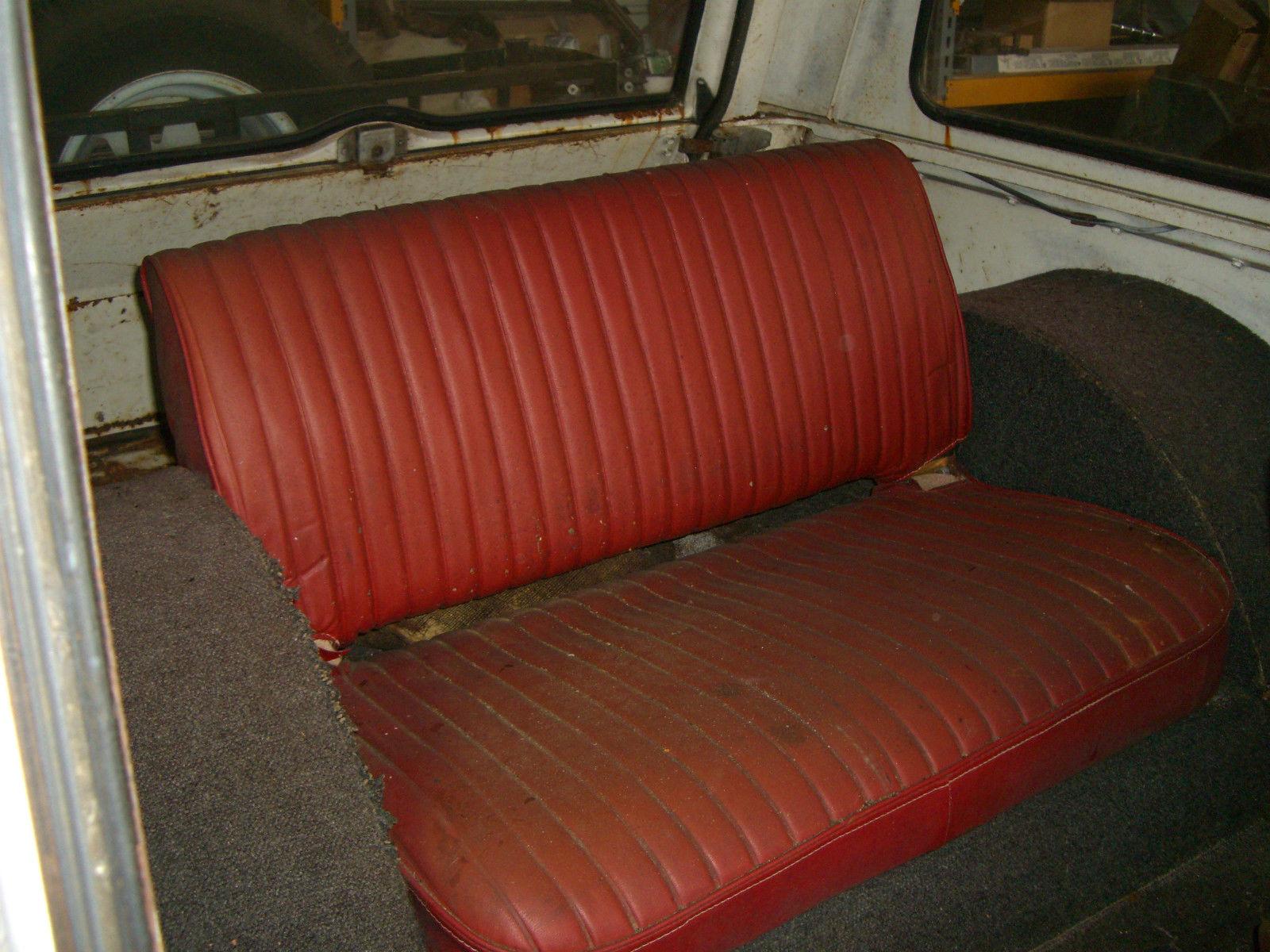 1971-Jeepster-Commando-Hurst-rear-seat