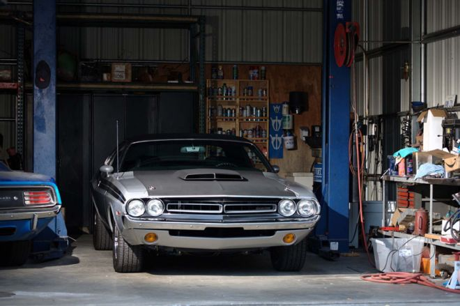 1971-dodge-challenger-hemi-garage-built-larry-211-lpr