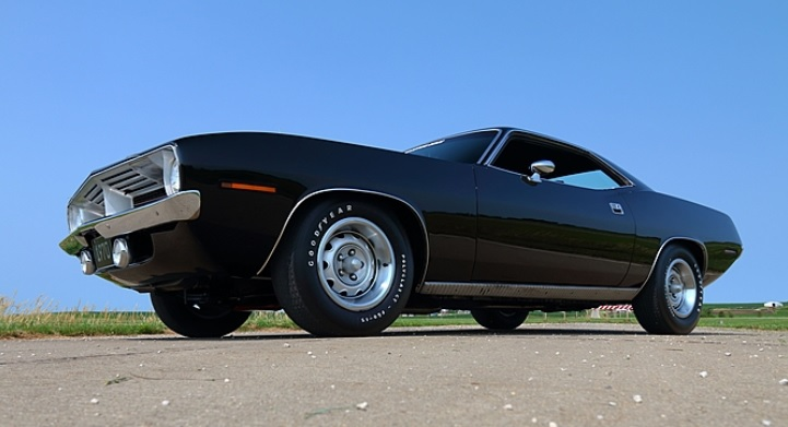 1970-Plymouth-Cuda-3qtr-low
