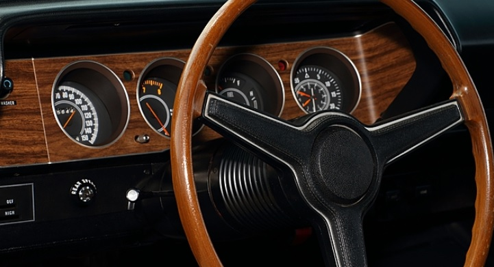 1970-Plymouth-Cuda-dash