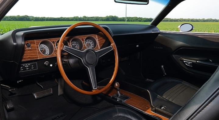 1970-Plymouth-Cuda-interior