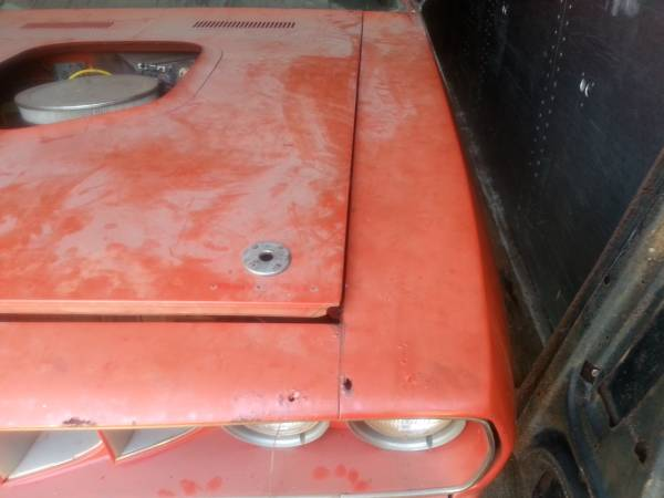1971-Plymouth-Cuda-hood