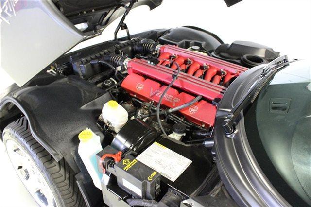 2002-Dodge-Viper-engine