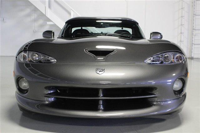 2002-Dodge-Viper-front