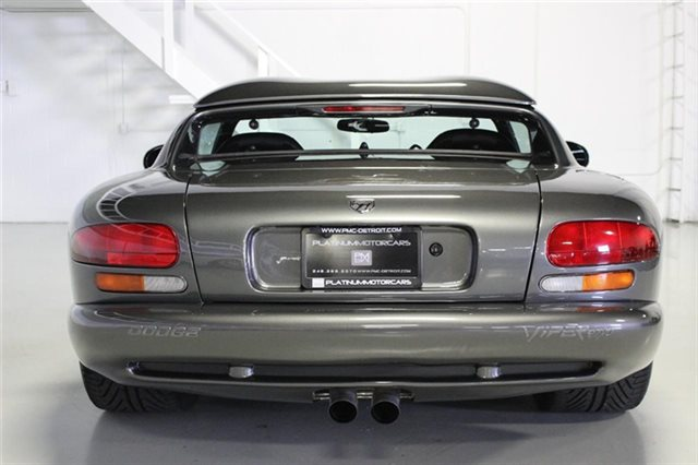 2002-Dodge-Viper-rear