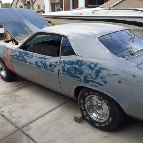 1970-Plymouth-Barracuda-side