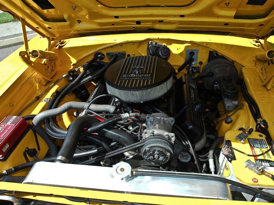 1969-Dodge-Super-Bee-engine