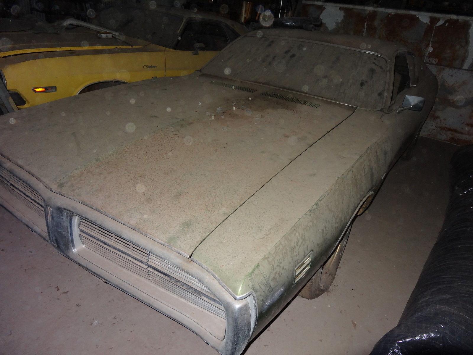 1971-Dodge-Charger-SE-barnfind-front