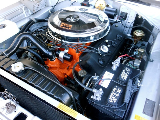 1966-Dodge-Coronet-Hemi-engine
