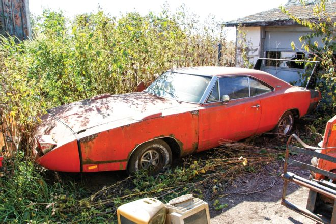 1969-Dodge-Daytona-barn-find-3qtr