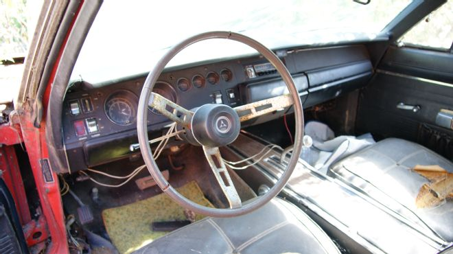 1969-Dodge-Daytona-barn-find-interior-2