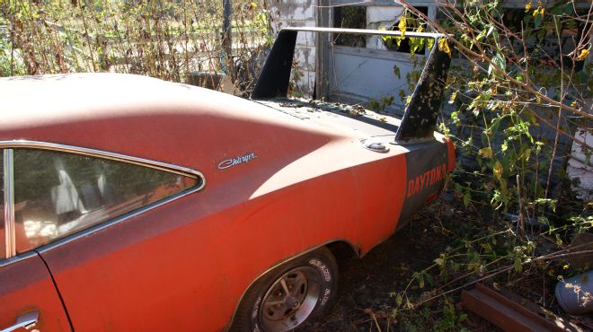 1969-Dodge-Daytona-barn-find-wing