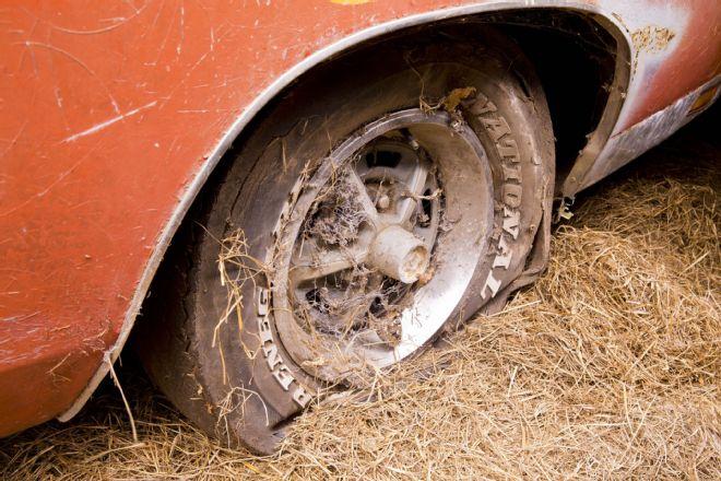1969-Dodge-Daytona-tire