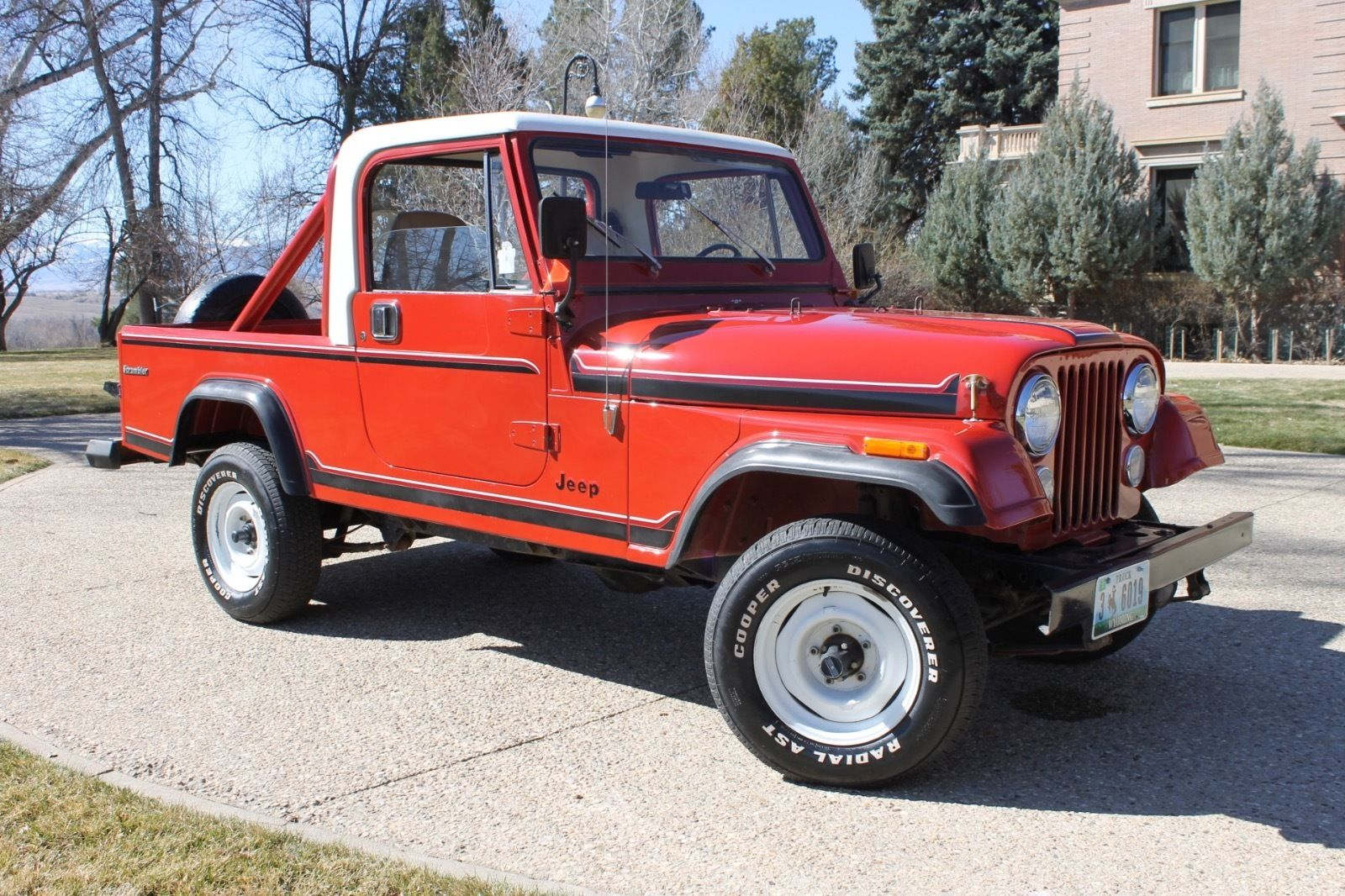 1985-Jeep-Scrambler-3qtr
