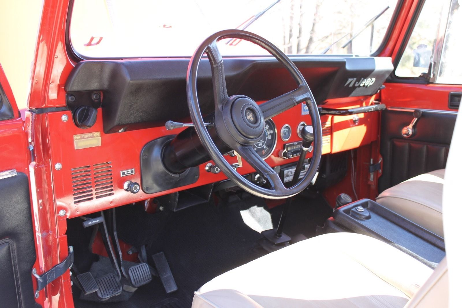 1985-Jeep-Scrambler-interior