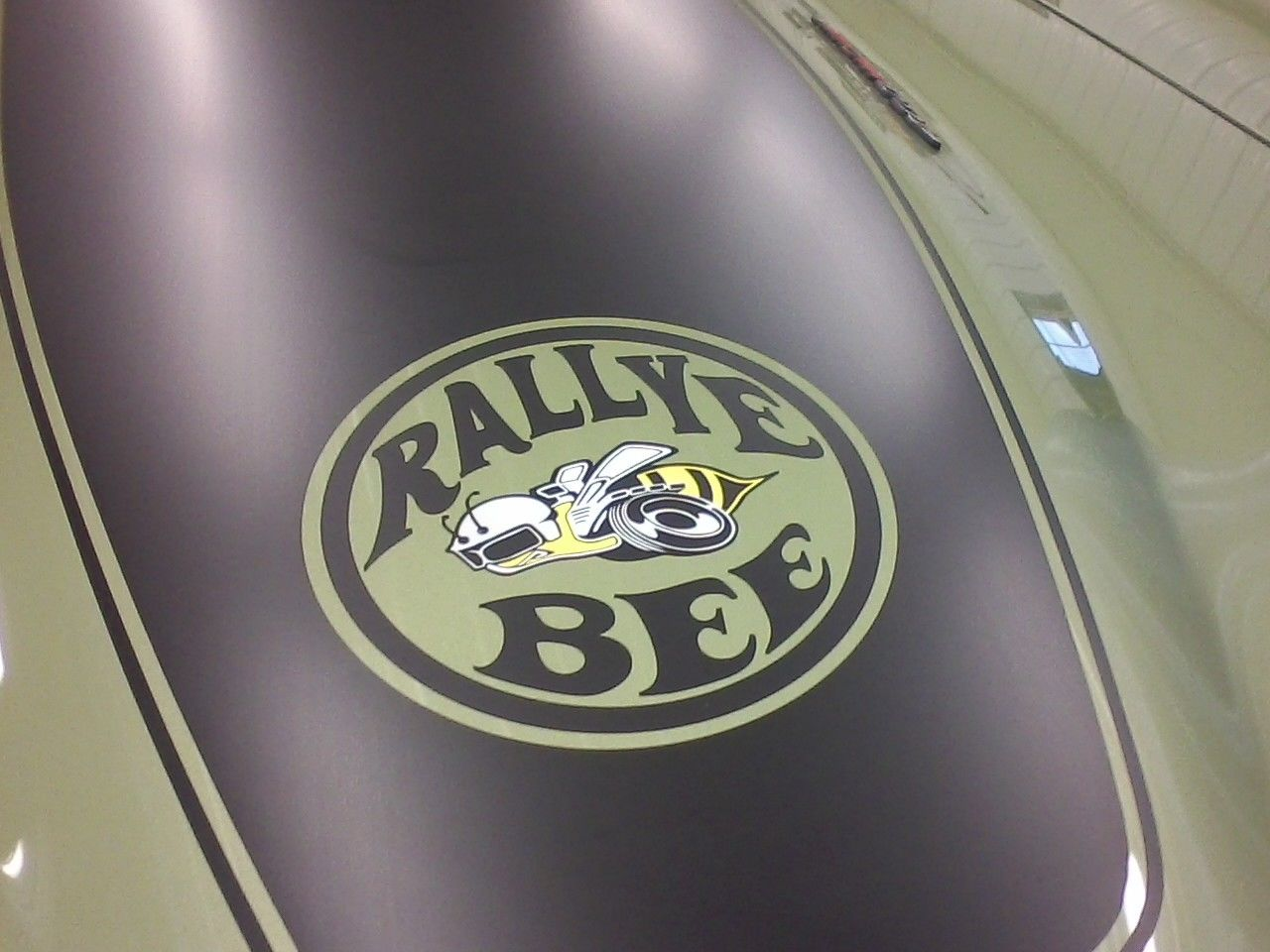 1972-Dodge-Charger-Rallye-Bee-emblem