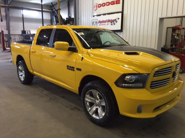 Ram-Stinger-Yellow-Sport-3qtr