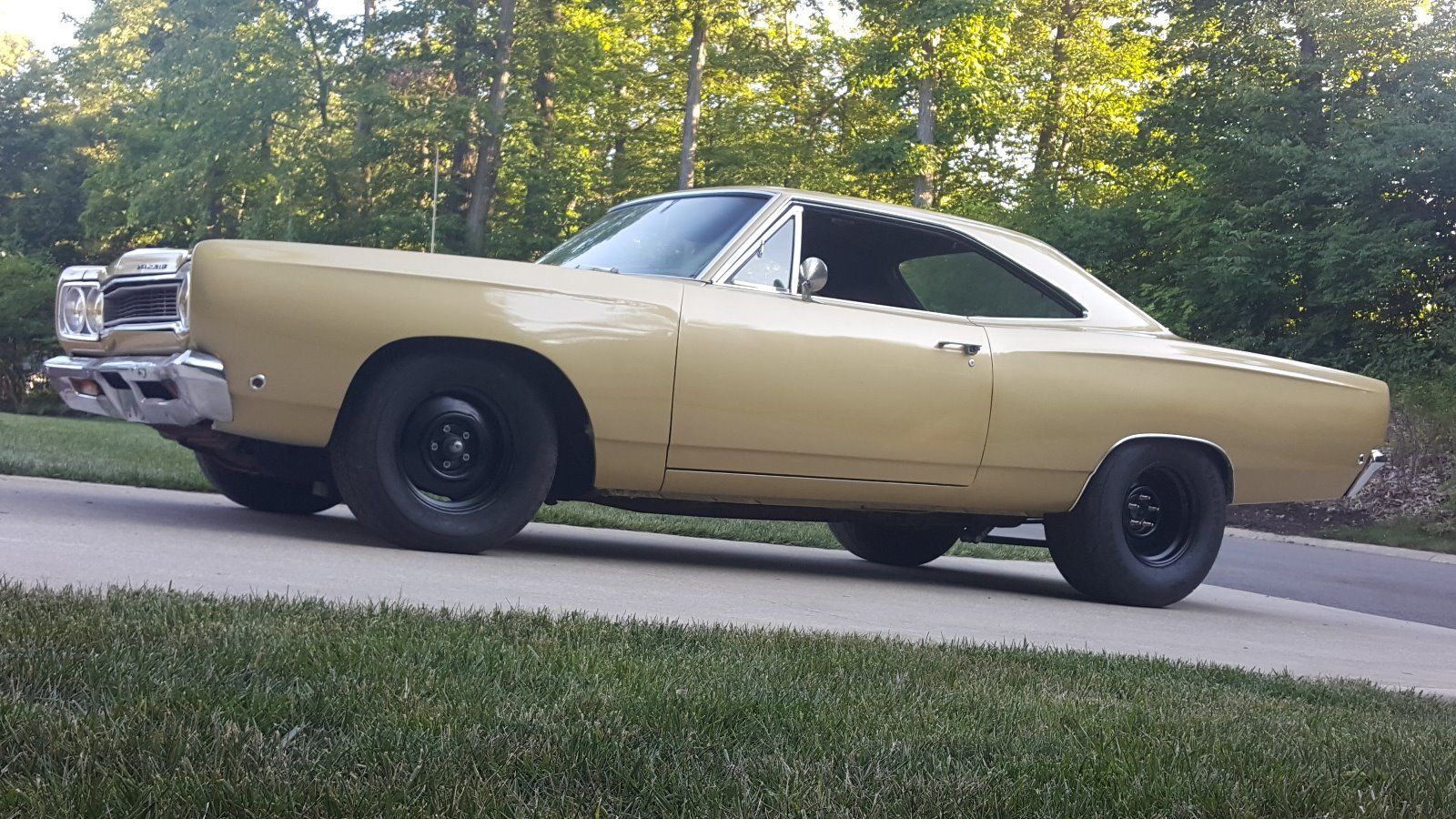 1968-Plymouth-Satellite-side