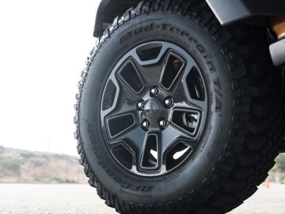 Dodge Hellcat For Sale >> Jeep Wrangler vs Toyota FJ Cruiser | Mopar Blog