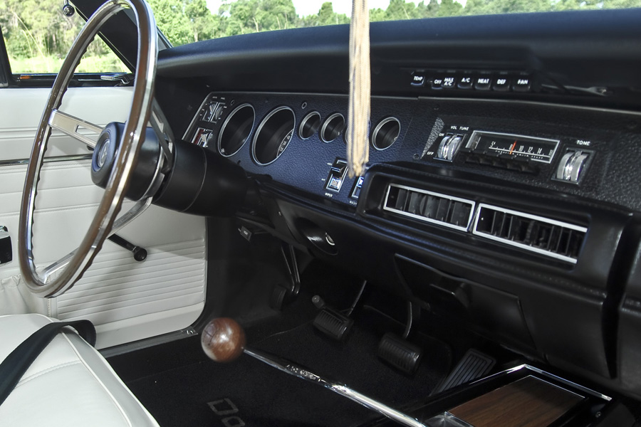 1969-Dodge-Charger-dash.jpg