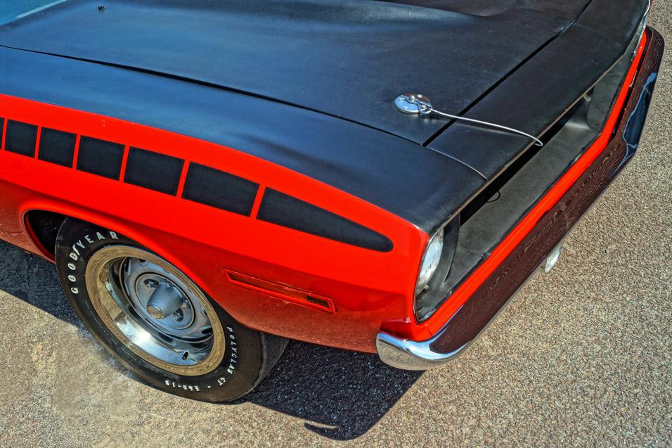 1970-Plymouth-AAR-Cuda-hood